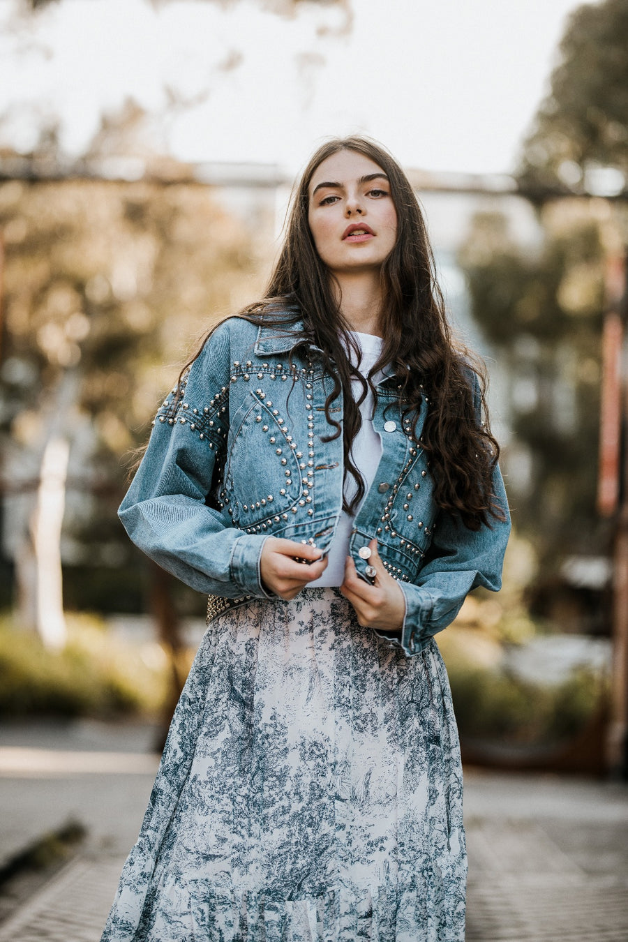 This chic looking denim jacket was designed in France. It has long sleeves and comes with a button-up front. The Tennessee jacket will bring a little touch of rock to any outfit with its numerous studs
