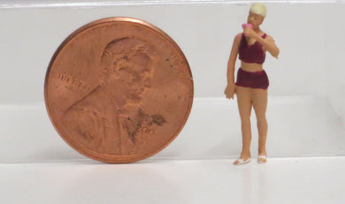 Preiser 1/87 HO Woman Eating Ice Cream 28163