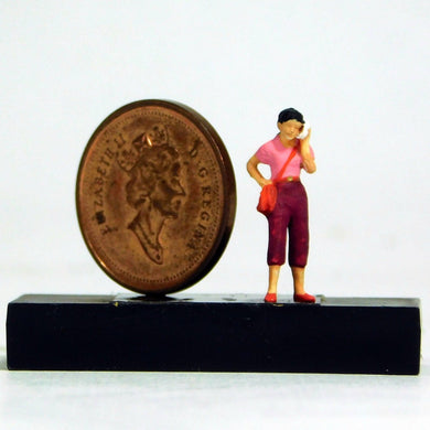 Preiser 1/87 HO Woman On Cell Phone Figure 28166