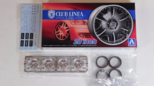 "Load image into Gallery viewer, Aoshima 1/24 Rim & Tire Set ( 52) Club Linea L566 20"" 05385"