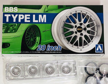 "Load image into Gallery viewer, Aoshima 1/24 Rim & Tire Set ( 25) BBS LM 20"" 05275"
