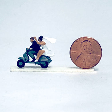 Preiser 1/87 HO Bride and Groom on Vespa 28150