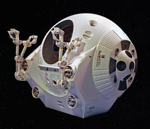 Load image into Gallery viewer, Moebius 1/8 2001 : A Space Odyssey EVA Pod Plastic Kit 2001-4