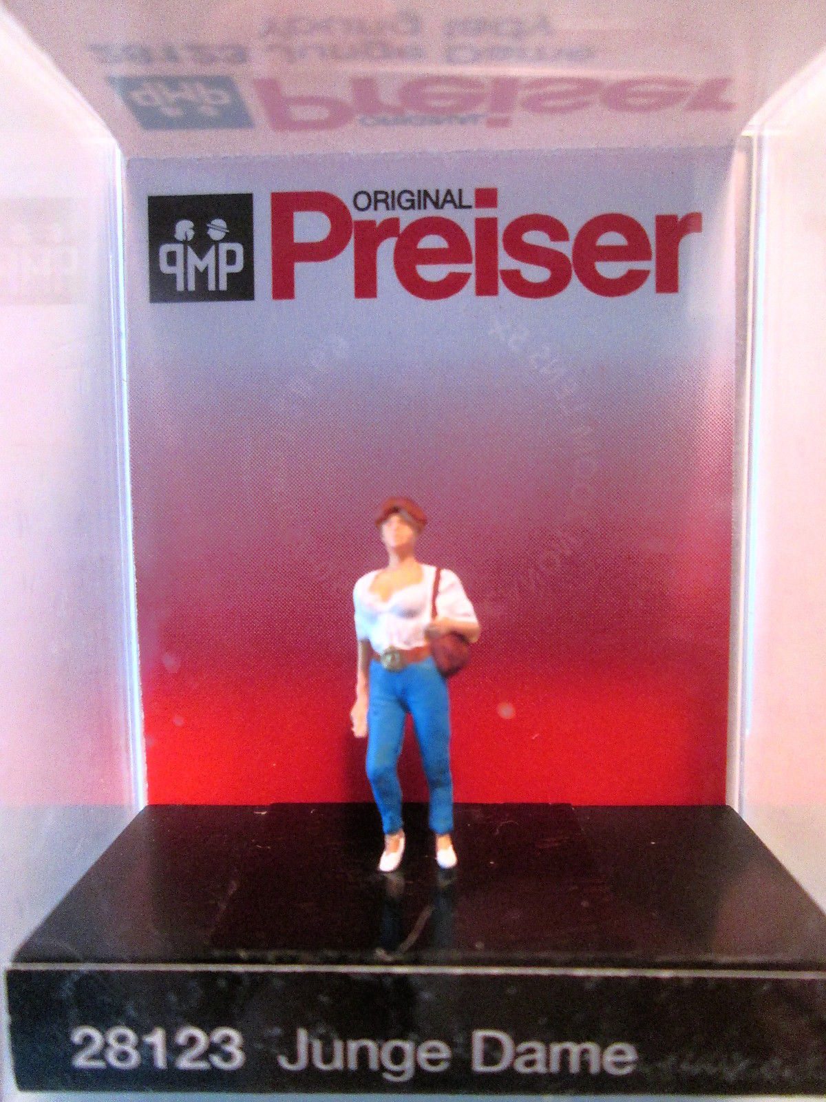 Preiser 1/87 HO Young Lady 28123