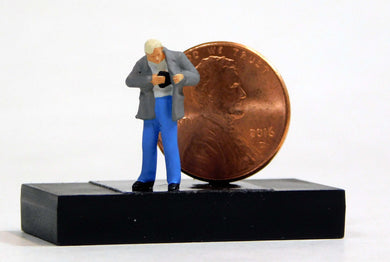 Preiser 1/87 HO Man Reaching For Wallet Paying SCALE FIGURE 28195