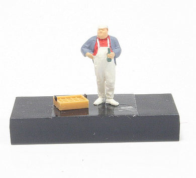 Preiser 1/87 HO The Last Bottle Man with Drink 28138