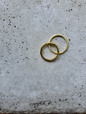 AYU thin GOLD hammered Ring Gold - The Santai Collection