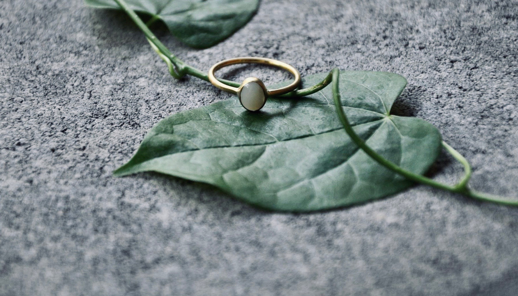INDAH Perlmutt Ring Gold - The Santai Collection