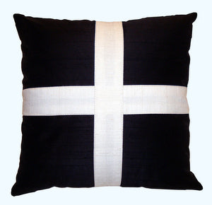 "Decorative pillow ""White Cross"""