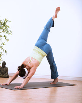 How To Do Three Legged Downward Dog In Yoga Yogaoutlet Com