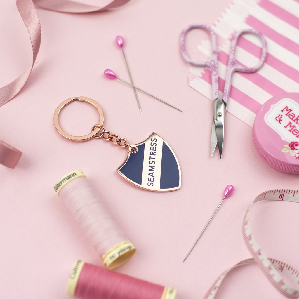 Seamstress key chain (navy) - Pink Coat Club