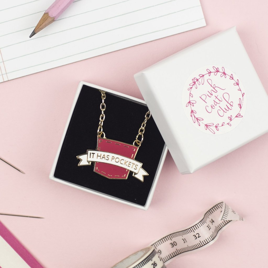"""It has pockets"" necklace (berry) - Pink Coat Club"