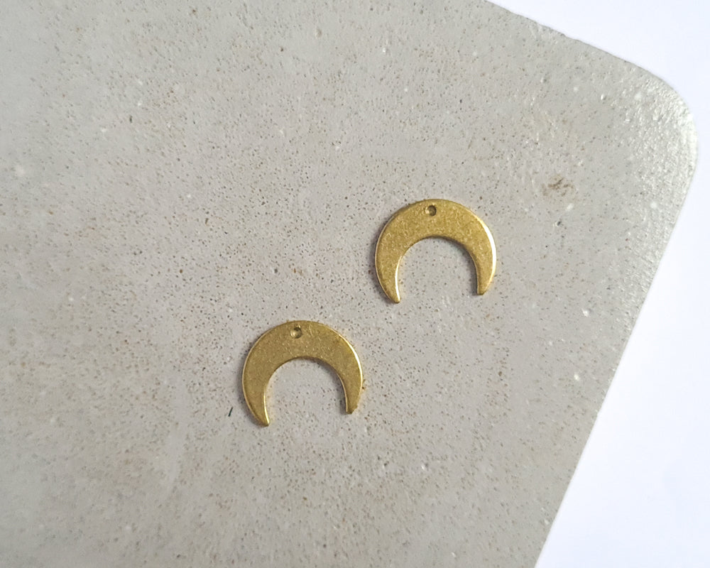 Brass Small Crescent - 20 pieces
