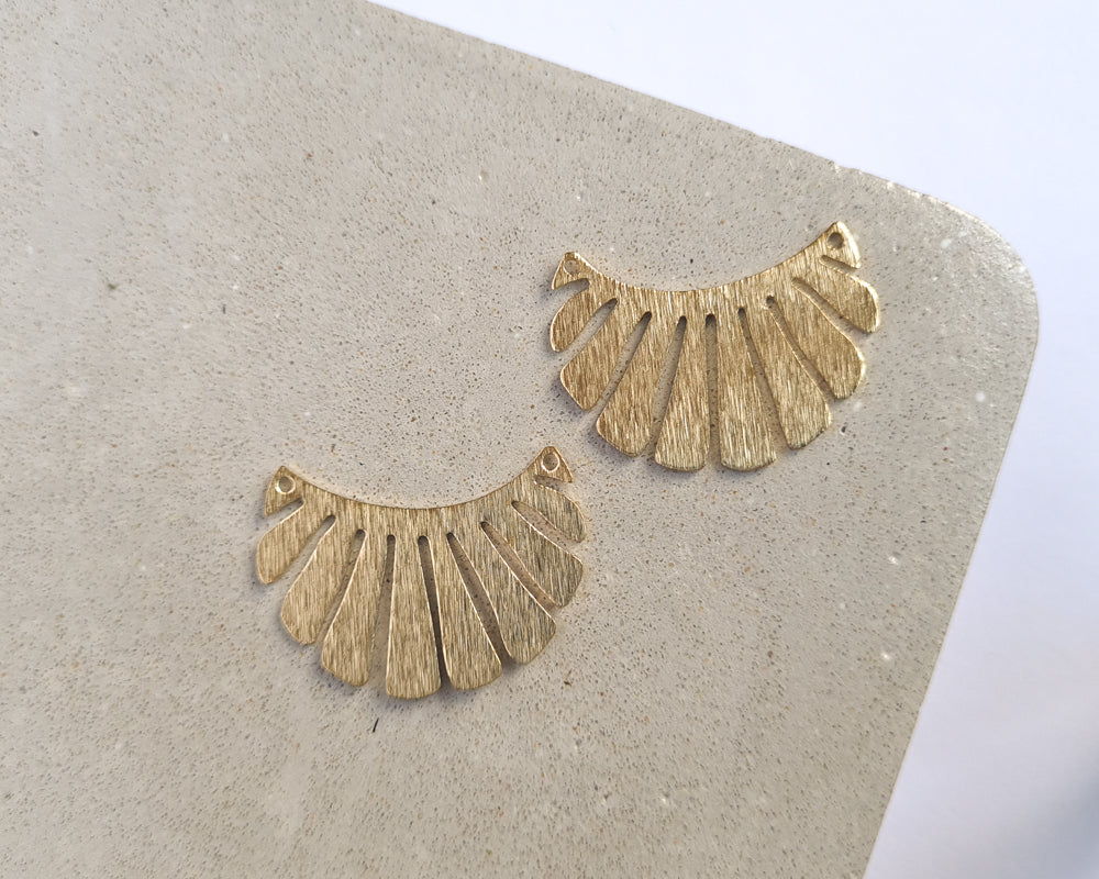 Brass Frilled Curve [Textured] - 10 pieces