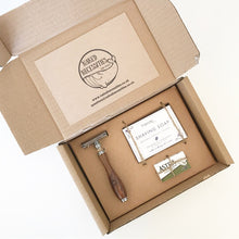 Save the Green Safety Razor Kit Inside Naked Necessities
