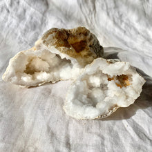 Load image into Gallery viewer, CLEAR QUARTZ GEODE MEDIUM PAIR 15
