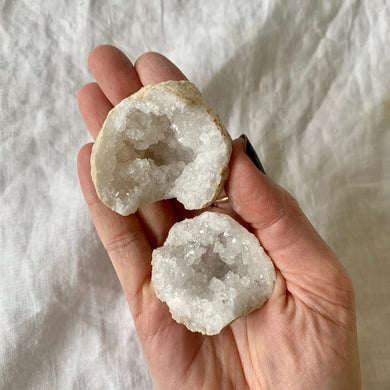 CLEAR QUARTZ GEODE MINI