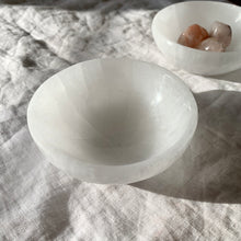 Load image into Gallery viewer, SELENITE BOWL