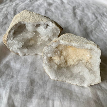 Load image into Gallery viewer, CLEAR QUARTZ GEODE MEDIUM PAIR 9