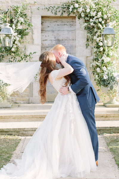 Houston Oaks French Chapel Ceremony Flowers Kiss