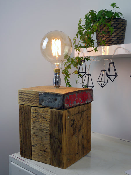 Scaffolding plank lamp with metal trim
