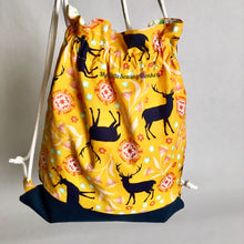 Load image into Gallery viewer, Free backpack Pattern, Free Drawstring Pattern, Free Pattern Download, PDF Sewing Pattern - Simple Drawstring Backpack