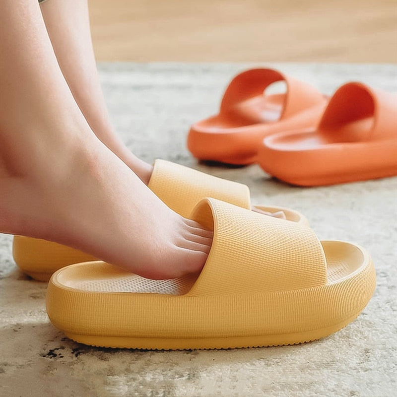 2020 Trend Thick Sole Home Women Chunky Slippers Comfortable 4.5cm Platfrom Ladies Flat Shoes Non-Slip Bathroom Couples Slippers