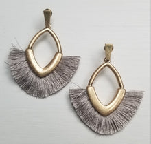Load image into Gallery viewer, Small Tassel Earrings ~Grey~