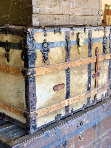 Vintage Steamer Trunk (38 x 26 x 22.5