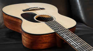 Sigma Acoustic Guitar S000M-2+CH mit L.R. Baggs Tonabnehmer und Koffer