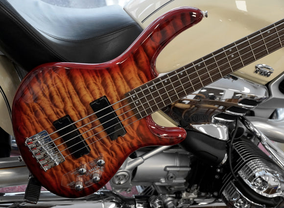 Cort E-Bass 5-String Action V Deluxe in Cherry Burst, aktive Elektronik