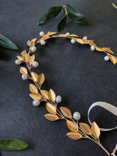 Load image into Gallery viewer, Gold & Ivory Pearl Bridal Hair Vine for Short Hair | Classic Pearl Bridal Headband, Braid Vine