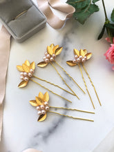 Load image into Gallery viewer, GOLD & BLUSH Pearl Flower Hair Pins | Berry Bridal Hair Berry, Freshwater Pearl Braid Vine