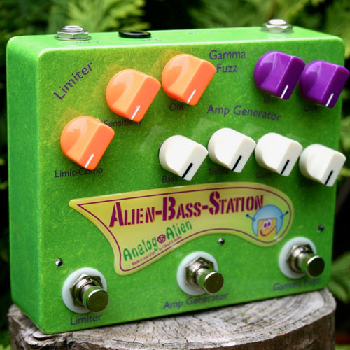 Alien Bass Station