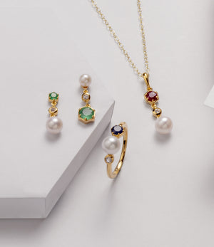 June birthstone pearl jewellery | pearl rings, necklaces and earrings