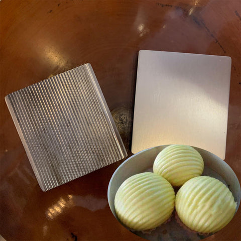 Deluxe Aluminum Bun Press Mold - Wave