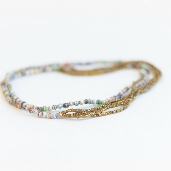 Necklace multicolored with dark golden strands