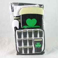 British Brands Apron Oven Mitt and Pot Holder Set with Irish Stout and Clover Design 186g
