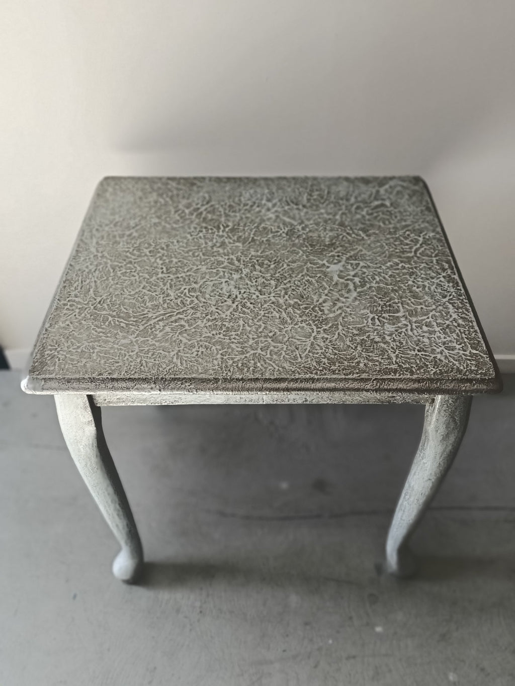 Highly textured table