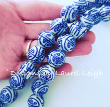 Load image into Gallery viewer, Blue and White Chunky Chinoiserie Leopard Print Tassel Statement Necklace - Ginger jar