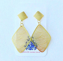 Load image into Gallery viewer, Gold Scalloped Post Earrings - Ginger jar