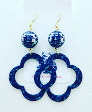 Load image into Gallery viewer, Blue and White Chinoiserie Double Happiness Quatrefoil Statement Earrings - Royal Blue Marbled Tortoise - Ginger jar
