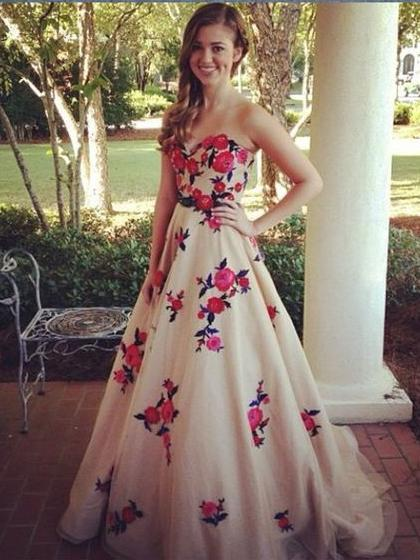 Sweetheart Tulle Elegant Embroidery Long Prom Dresses Modest Evening Dress SED470|Selinadress