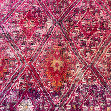 Load image into Gallery viewer, Vintage Moroccan Boujad Rug 310 x 182cm
