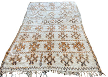 Load image into Gallery viewer, Vintage Honee Moroccan Boujad Rug 267 x 166cm