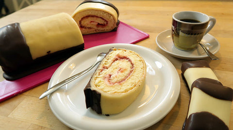 Marzipan Raspberry Roll - Marzipan Himbeer Kreme Rolle