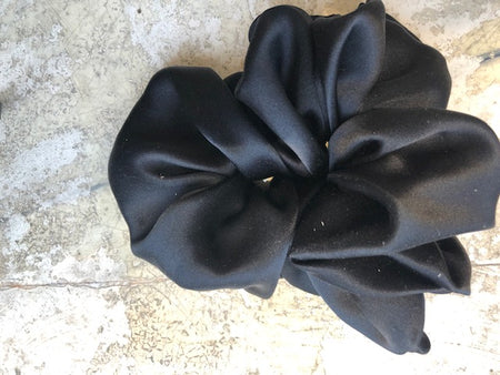 Nicole Bach - Scrunchie in Black Silk