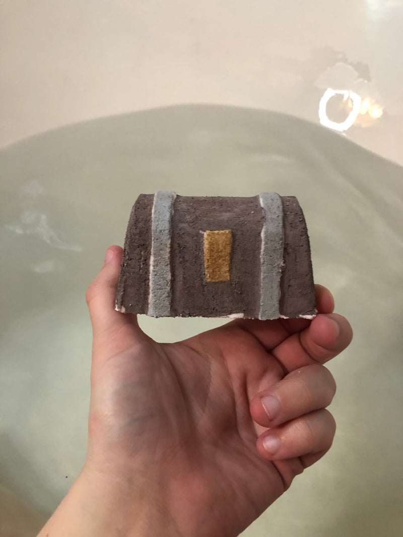 Dice Chest Bath Bomb - D20 inside!