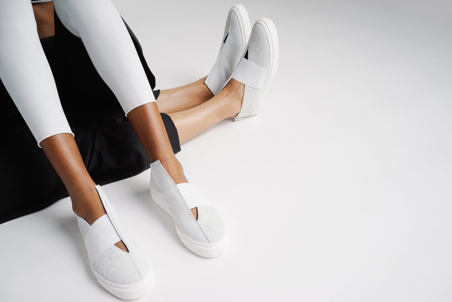 UNISEX WHITE LEATHER SNEAKER