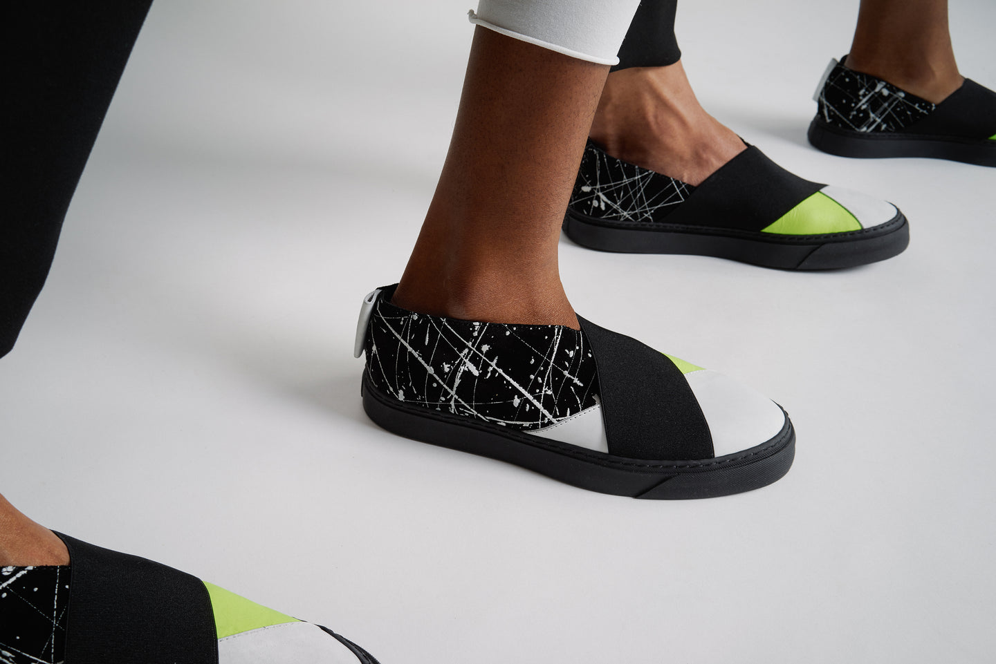 UNISEX SNEAKER WITH NEON AND PAINTED BLACK SUEDE LEATHER